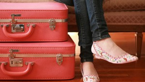 cute-fashion-girl-pink-shoes-suitcase-Favim.com-80452