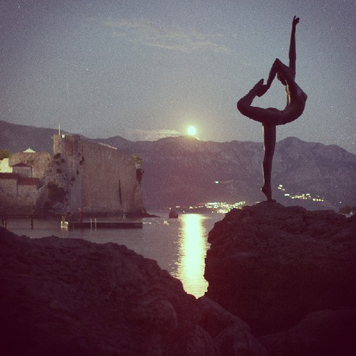 yoga love (photo courtesy of meditationtemptation.tumblr.com)